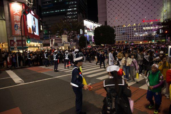 渋谷ハロウィン2018 警察 スクランブル交差点